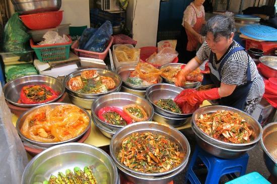 Walking tour through Gwangjang Market 1