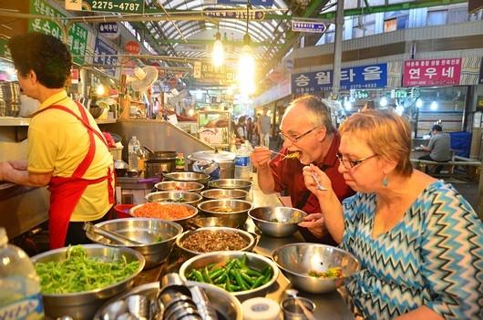 Walking tour through Gwangjang Market 2